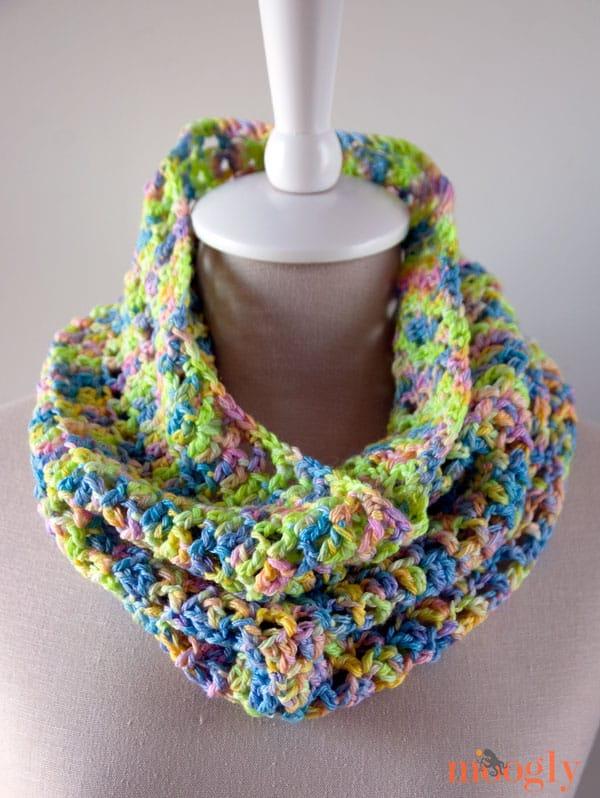 Free Crochet Pattern: Splash of Spring Cowl