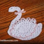 Free Crochet Pattern: Pineapple Swan
