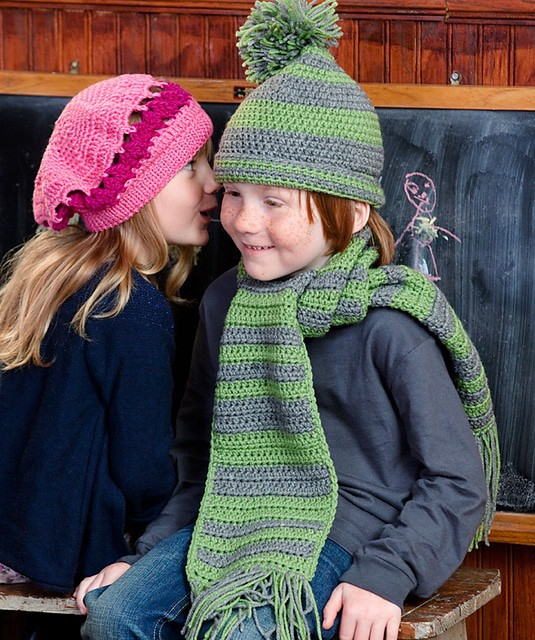 Little Girl's Beret and Wristers | CrochetKim Free Crochet Pattern