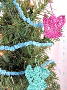 CrochetKim Free Crochet Pattern | Mini Christmas Tree Garland @crochetkim