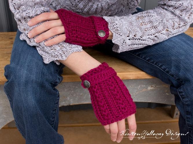 Free Crochet Pattern: Heartstrings Fingerless Gloves