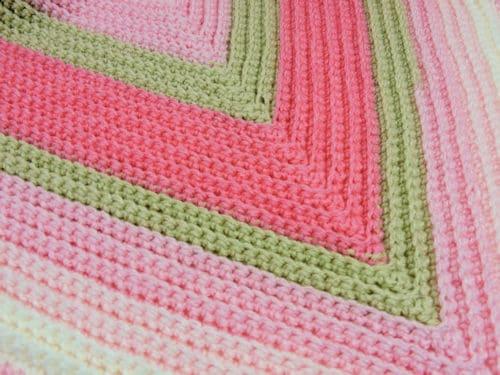 CrochetKim Free Crochet Pattern | Straight to the Heart Baby Blanket @crochetkim