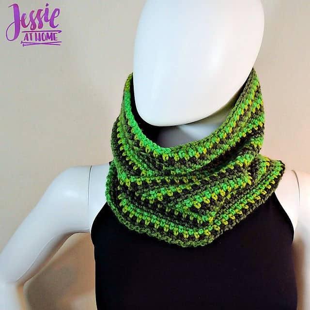 Free Crochet Pattern: Green Gradient Cowl