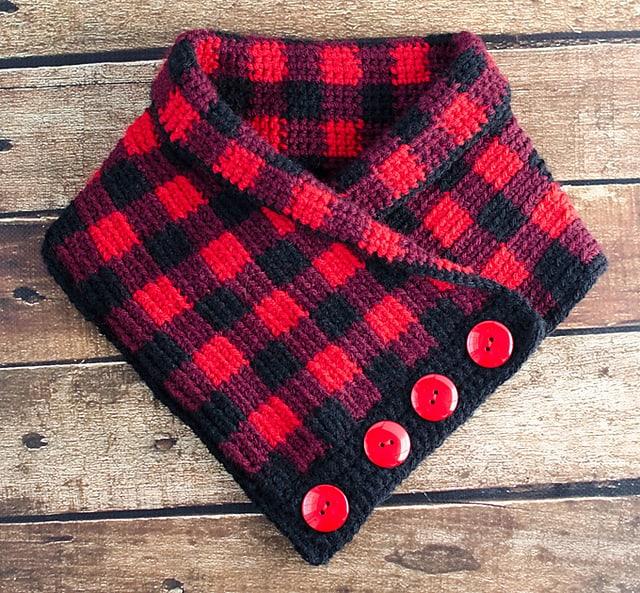 Free Crochet Pattern: Buffalo Plaid Cowl