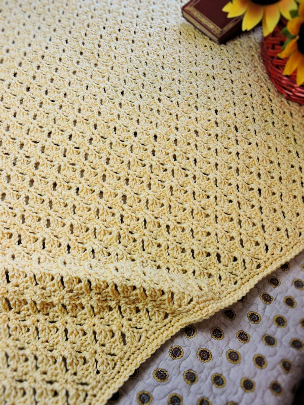 CrochetKim Free Crochet Pattern | Graceful Shells Throw @crochetkim