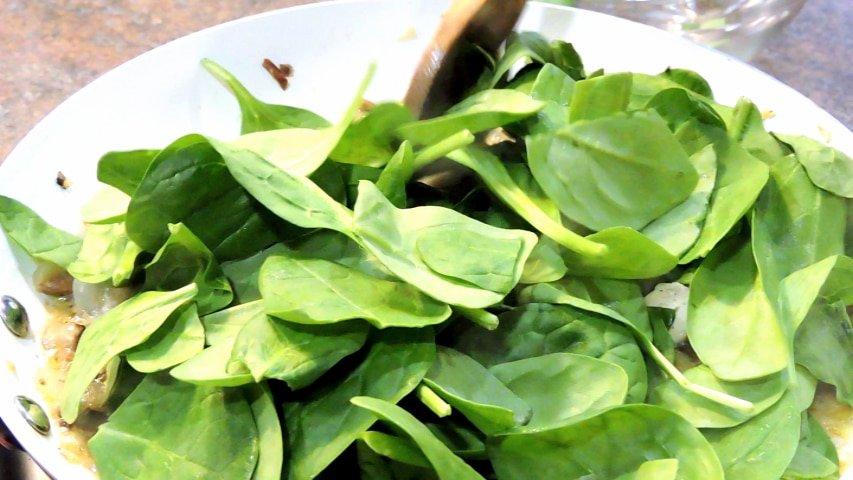24Bite Recipe: Chicken Spinach and Mushroom Pasta
